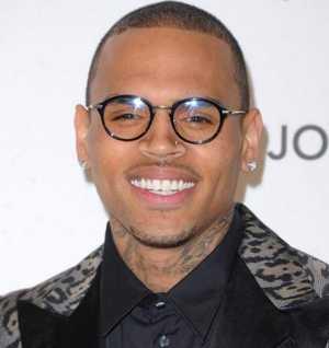 Chris Brown reste en Rehab